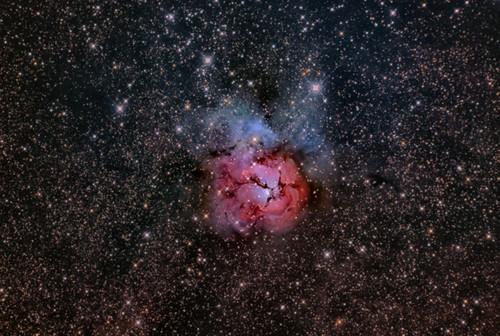 Trifid_nebula900