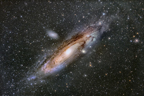 Messier31_the_andromeda_galaxy_900